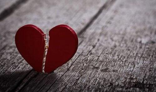 دانلود آهنگ تو با قلب ویرانه من چه کردی امین بانی