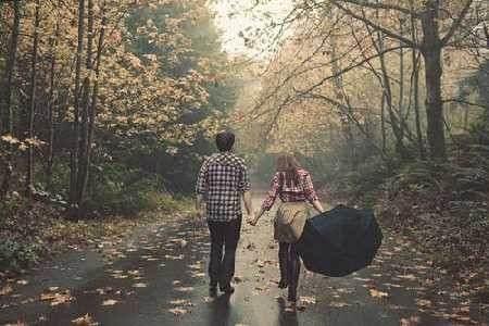 دانلود آهنگ میگن هیچ عشقی تو دنیا مثل عشق اولی نیست